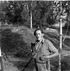 FOTOGRAFERING ARKEOLOGI GRAVFÄLT GRAVHÖG MAN ARKEOLOGISK UNDERSÖKNING